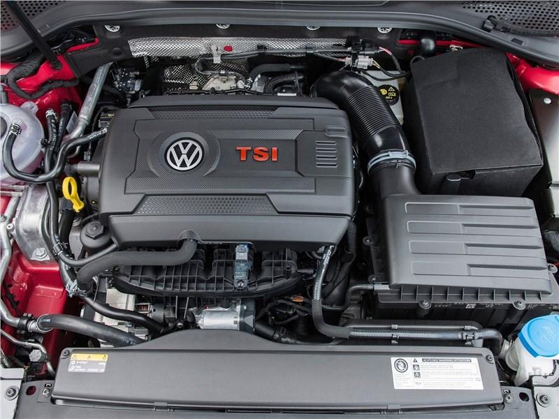 Volkswagen Golf GTI 2017 моторный отсек