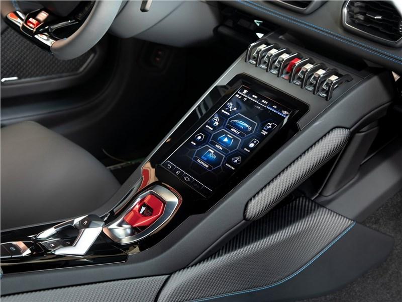 Lamborghini Huracan Evo 2019 центральная консоль