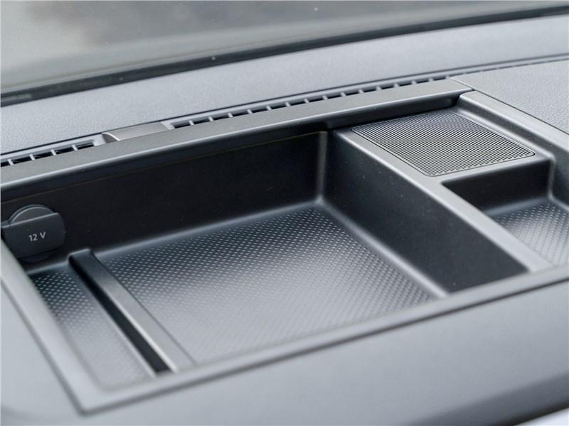 Volkswagen Caddy Beach 2016 бокс на передней панели