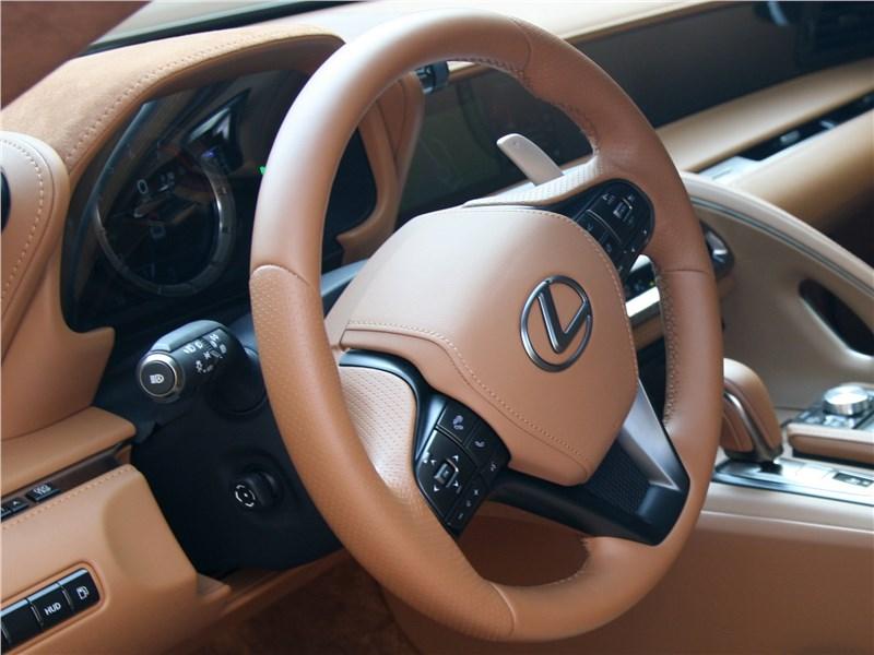 Lexus LC 500 2018 руль