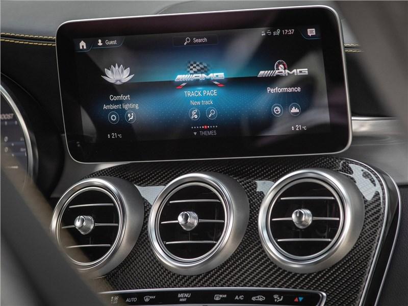 Mercedes-Benz GLC63 S AMG 2020 монитор
