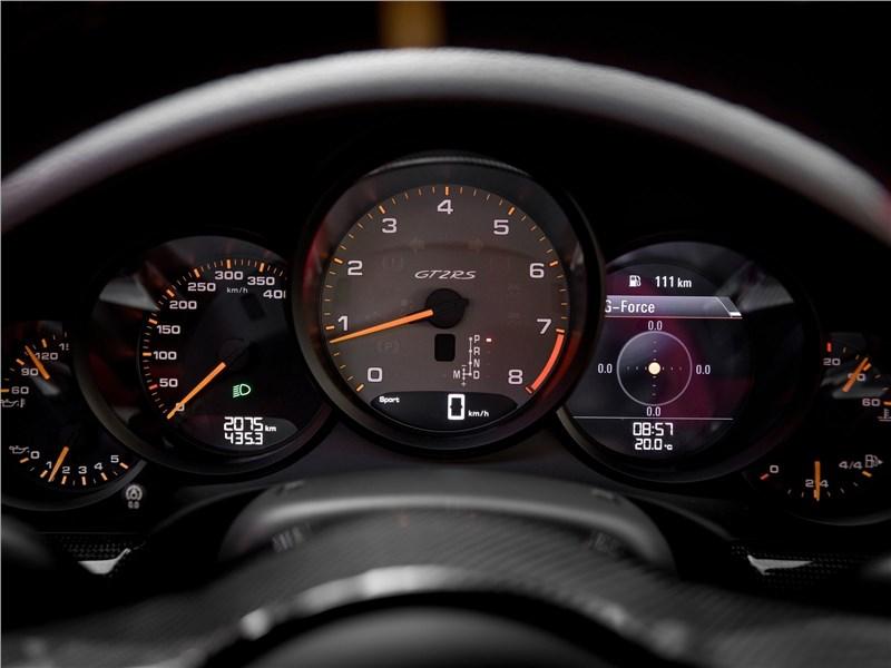 Porsche 911 GT2 RS 2018 приборная панель