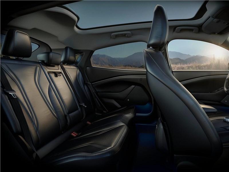 Ford Mustang Mach-E 2021 задний диван