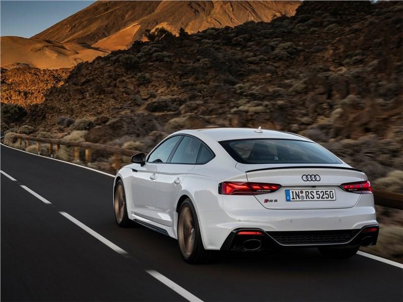 Audi RS5 Sportback 2020 вид сзади