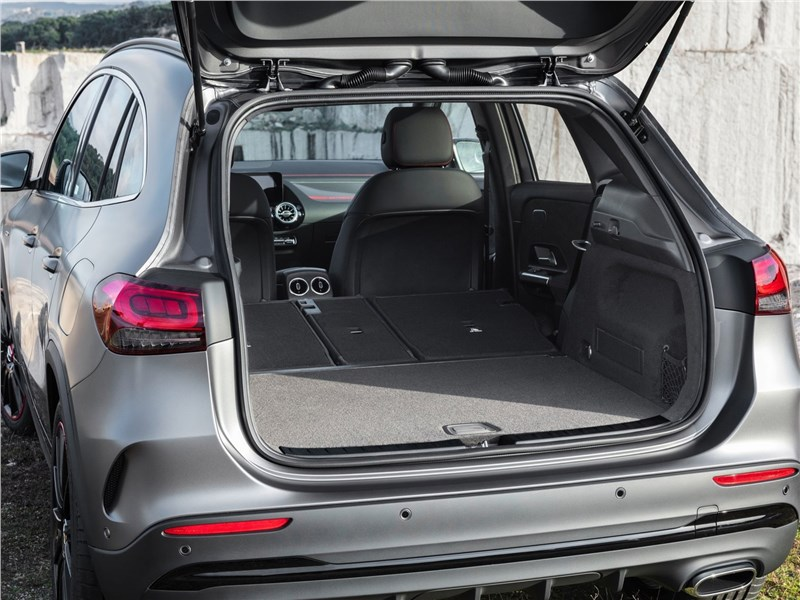 Mercedes-Benz GLA 2021 багажное отделение