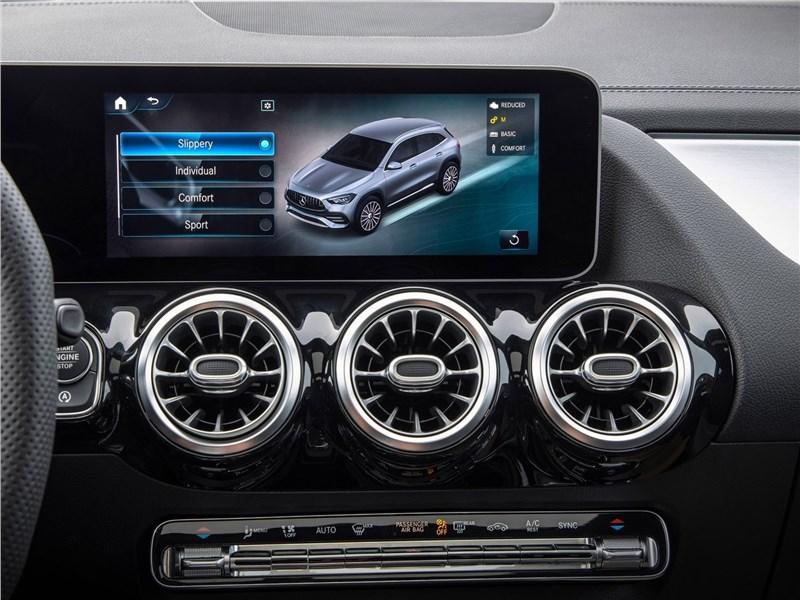 Mercedes-Benz GLA35 AMG 2021 монитор