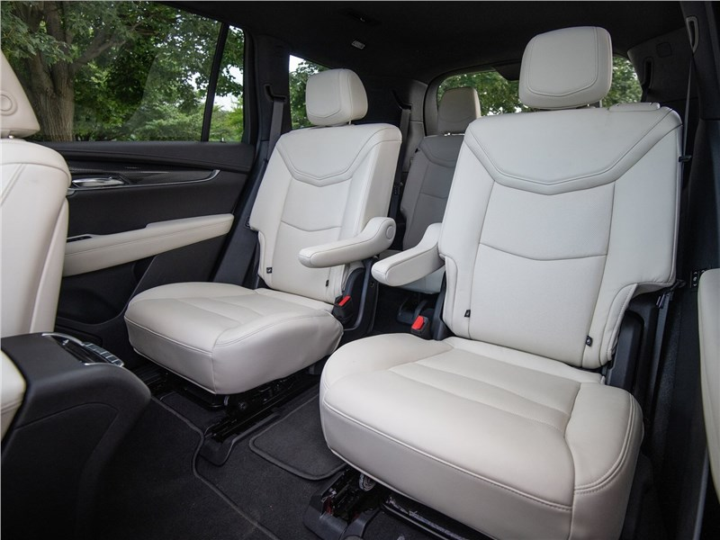 Cadillac XT6 2020 второй ряд