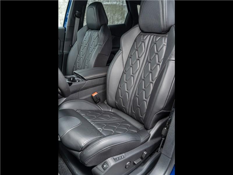 Peugeot 3008 2017 передние кресла