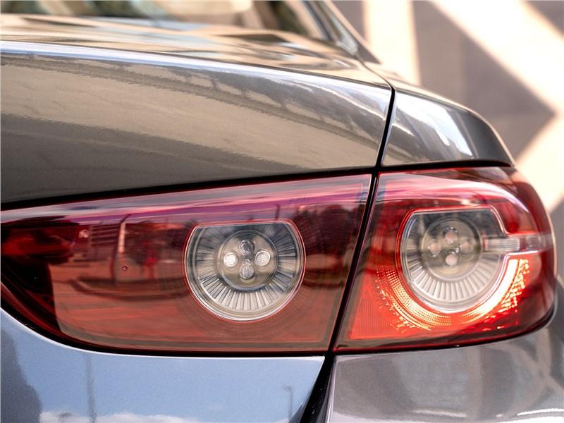 Mazda 3 2019 задний фонарь