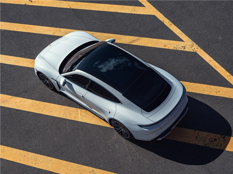Porsche Taycan 2020 вид сверху