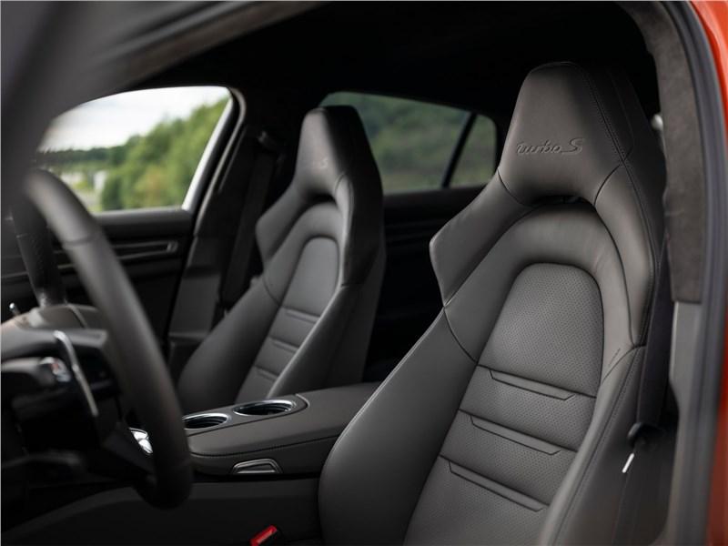 Porsche Panamera (2021) передние кресла