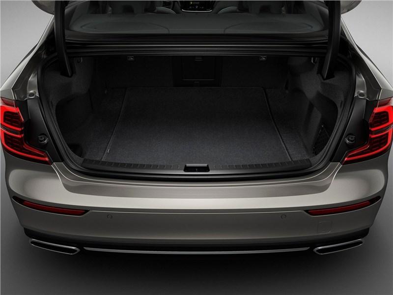 Volvo S60 (2019) багажное отделение