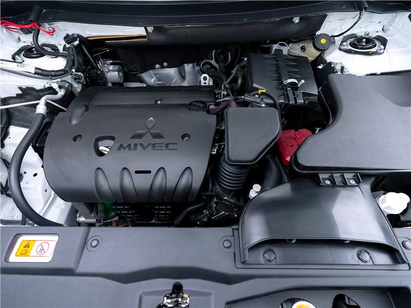 Mitsubishi Outlander 2021 моторный отсек