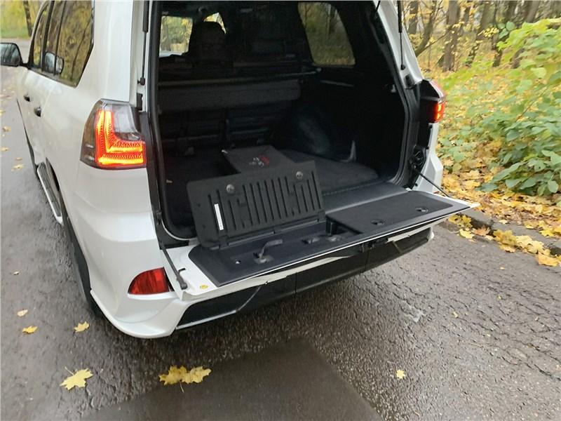 Lexus LX 570 2016 багажное отделение