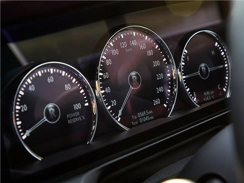 Rolls-Royce Ghost (2021) приборная панель