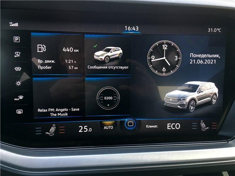 Volkswagen Touareg R-Line (2021) центральный экран