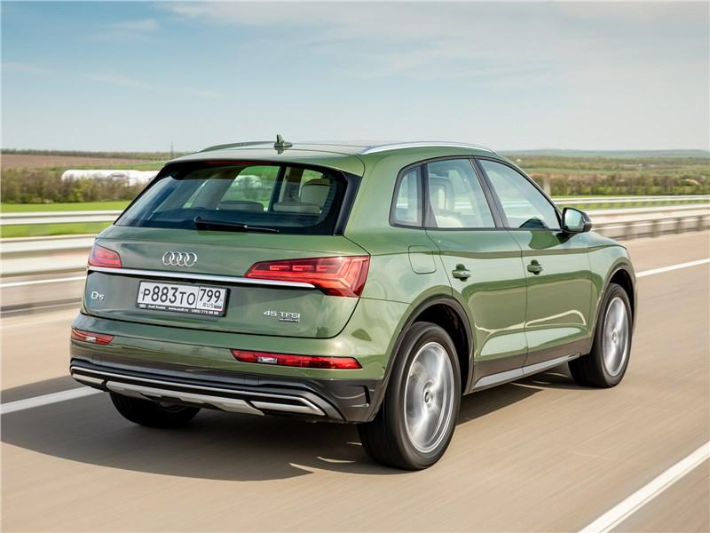 Audi Q5 (2021) вид сзади
