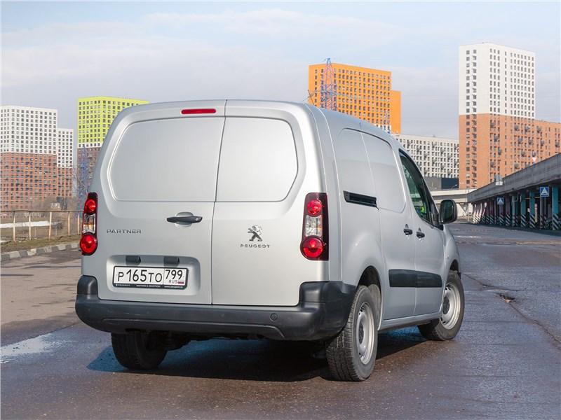 Peugeot Partner Tepee (2016) вид сзади