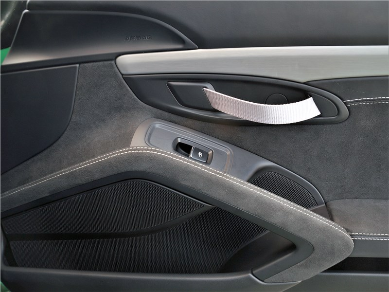Porsche Cayman GT4 (2020) дверь