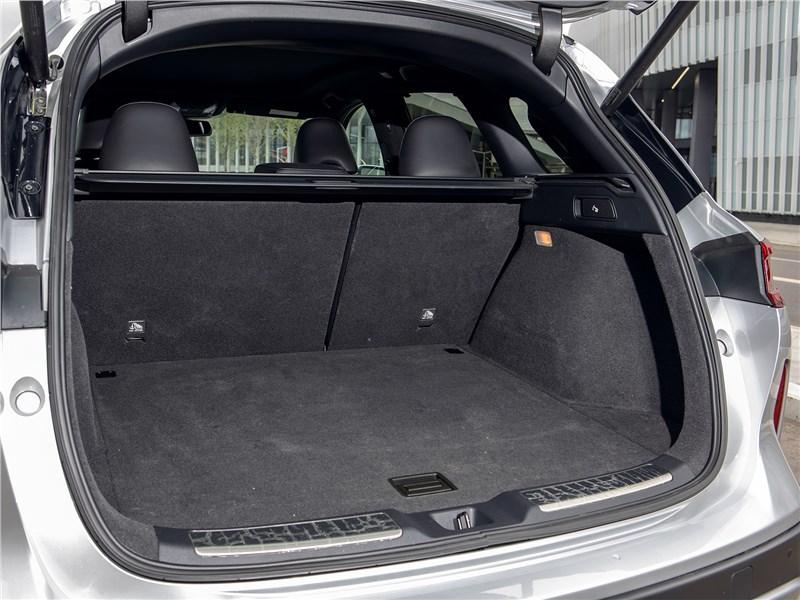 Infiniti QX50 (2021) багажное отделение