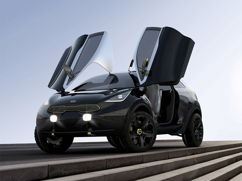 Kia Niro концепт 2013 вид спереди с поднятыми дверями