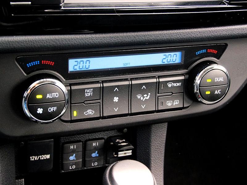 Toyota Corolla 2013 ручки и кнопки управления климатом