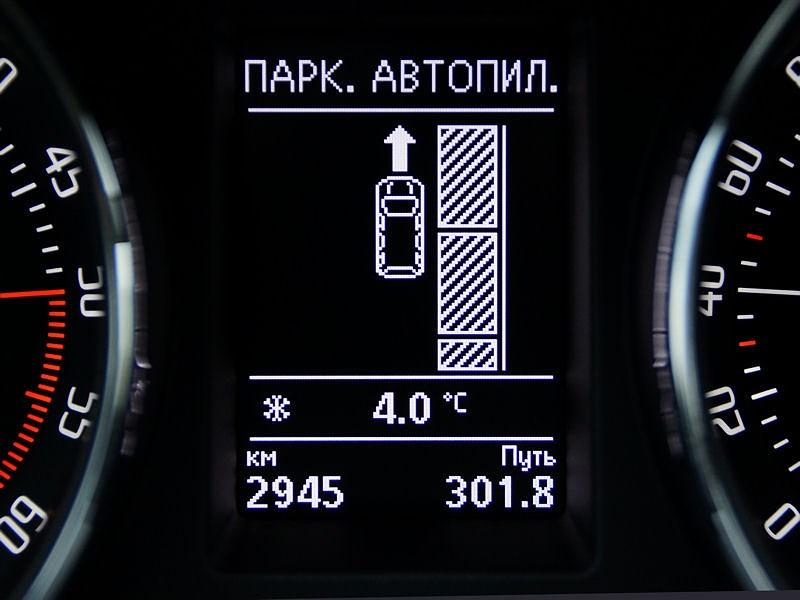 Skoda Superb Combi 2013 приборная панель индикация автопарковки