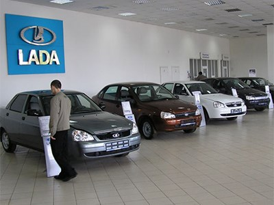 Продажи автомобилей Lada в январе упали более, чем на двадцать процентов