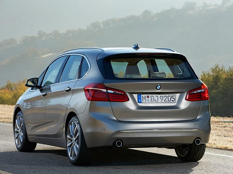 BMW 2 Series Active Tourer 2014 вид сзади фото 3
