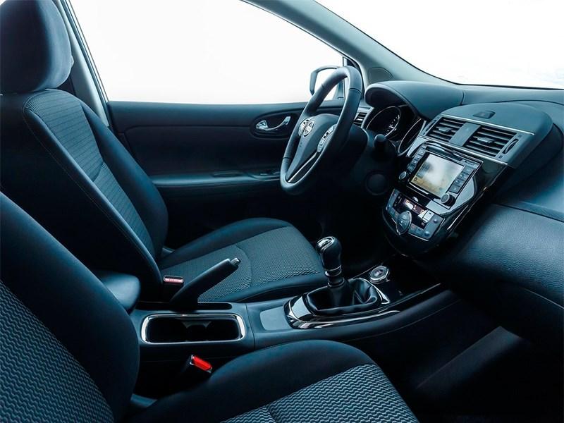 Nissan Pulsar 2015 передние кресла