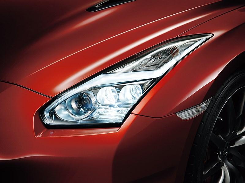 Nissan GTR 2013 передняя фара