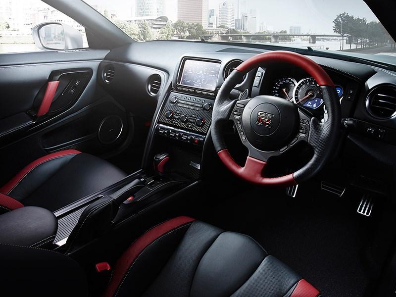 Nissan GTR 2013 водительское место