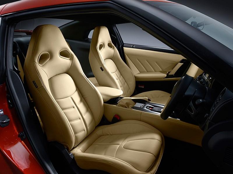 Nissan GTR 2013 передние кресла