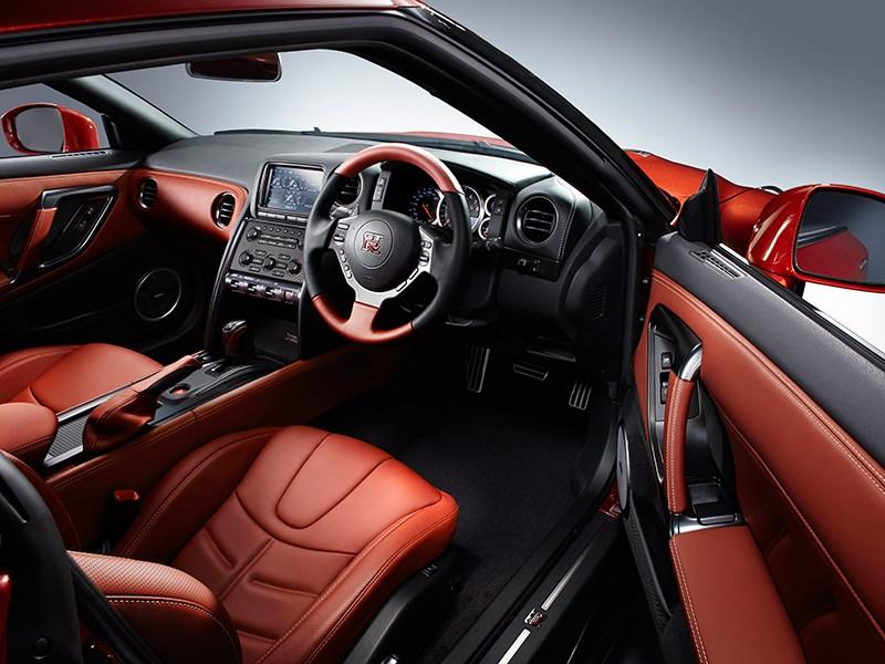 Nissan GTR 2013 красный салон