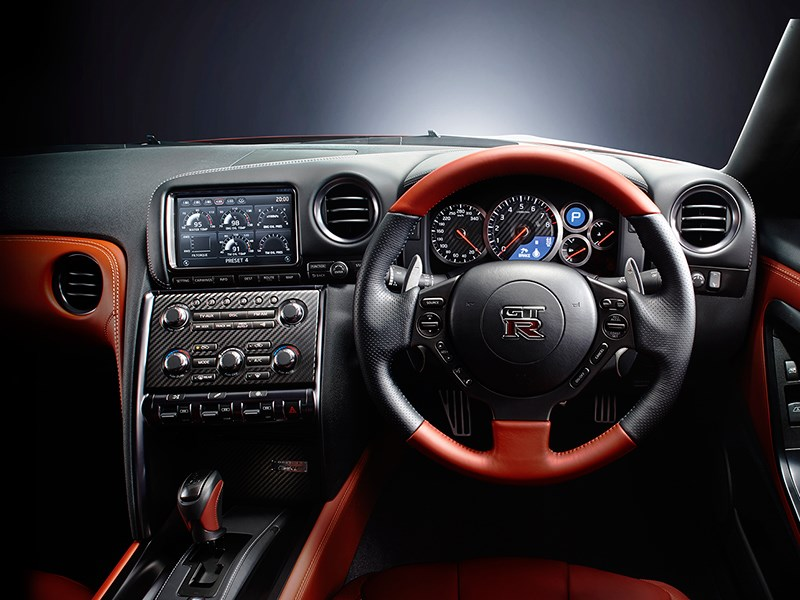 Nissan GTR 2013 водительское место 2