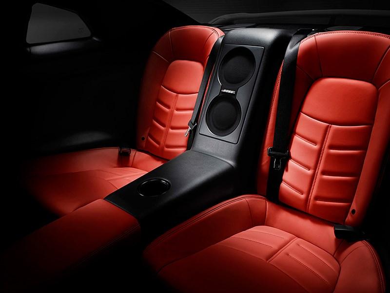 Nissan GTR 2013 задние кресла красные