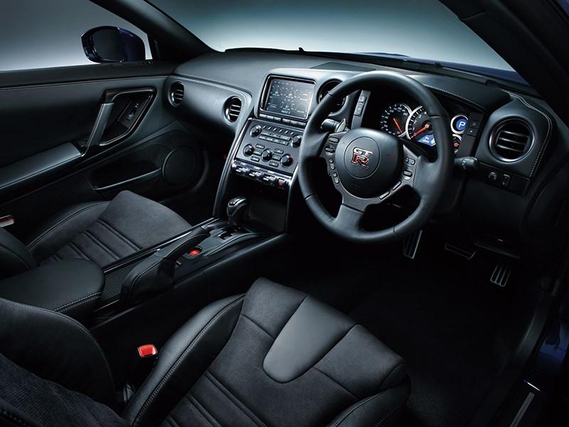 Nissan GTR 2013 передние кресла черные