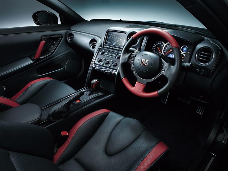 Nissan GTR 2013 передние кресла черно-красные