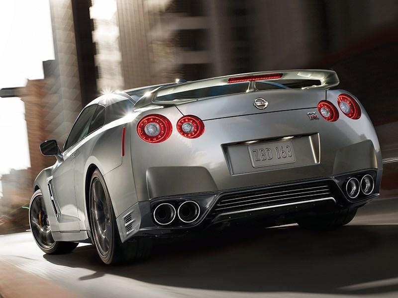 Nissan GTR 2013 вид сзади