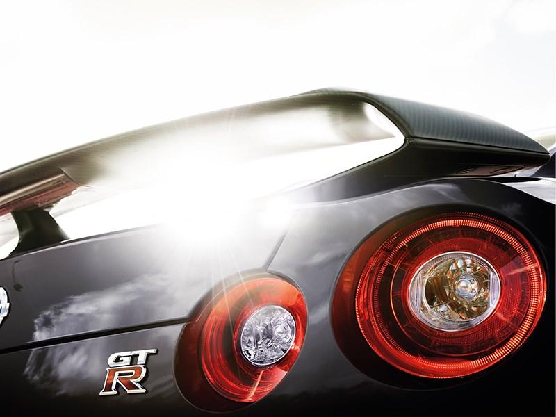 Nissan GTR 2013 задние фонари
