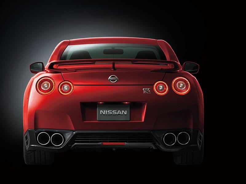 Nissan GTR 2013 вид сзади красная