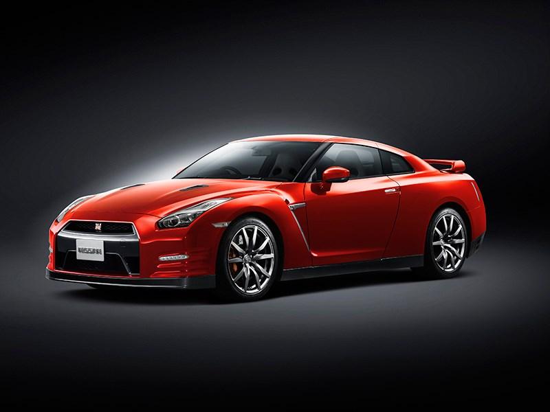 Nissan GTR 2013 вид сбоку 3/4 красная