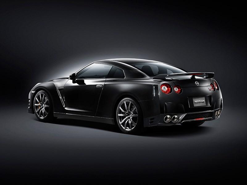 Nissan GTR 2013 вид сзади сбоку 3/4 черная