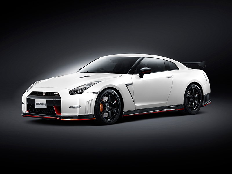 Новый Nissan GT-R NISMO - Nissan GTR Nismo 2013 вид спереди