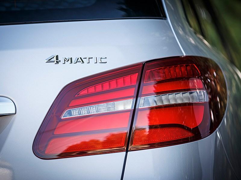 Mercedes-Benz B-Klasse 2015 задний фонарь