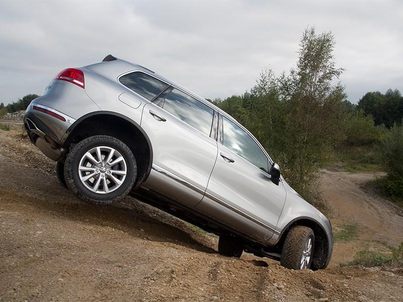 Volkswagen Touareg 2014 вид сбоку