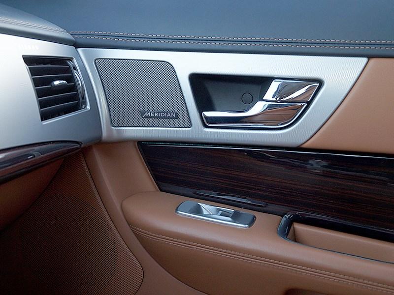 Jaguar XF 2011 динамик в двери