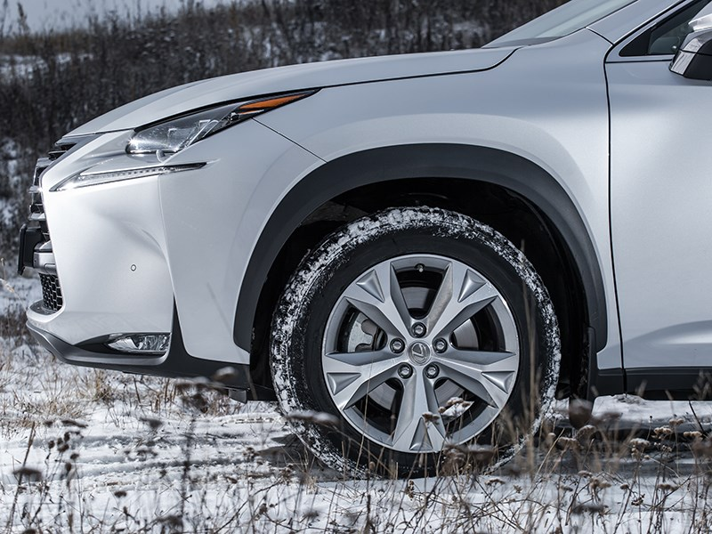 Lexus NX 300h AWD 2015 колесо