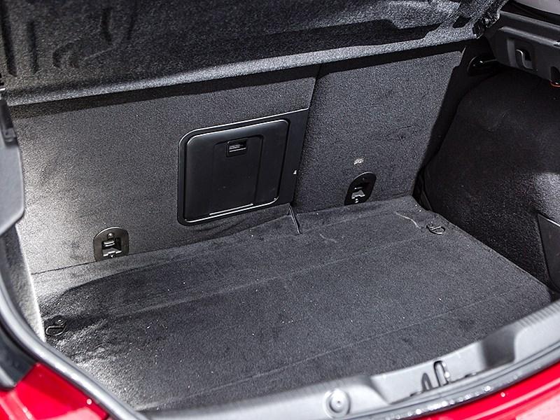 Alfa Romeo Giulietta 2014 багажное отделение