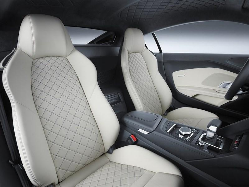 Audi R8 2016 кресла